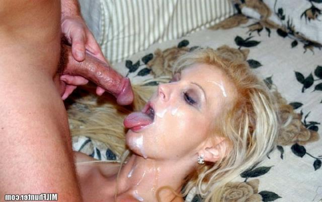 Голые тётки за 30 развлекаются мастурбацией дома 18 фото