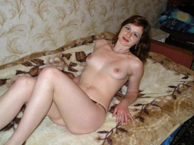 Голые тётки за 30 развлекаются мастурбацией дома 2 фото