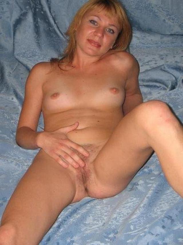 Голые тётки за 30 развлекаются мастурбацией дома 4 фото