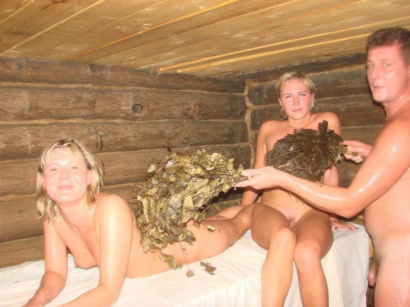 Жёны не стесняются раздеваться в бане при мужьях 11 фото