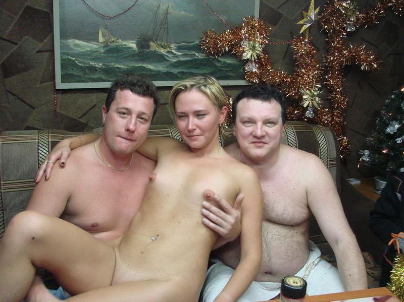 Жёны не стесняются раздеваться в бане при мужьях 4 фото