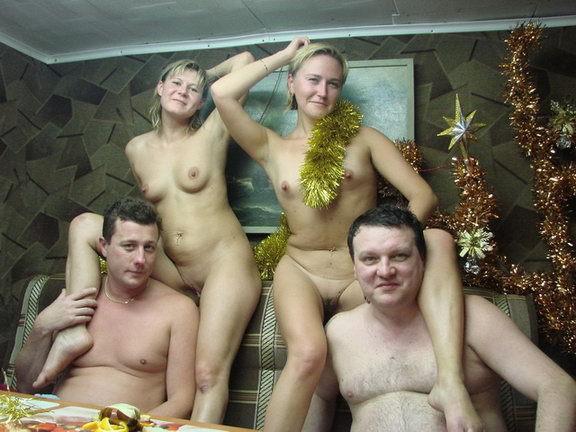 Жёны не стесняются раздеваться в бане при мужьях 1 фото