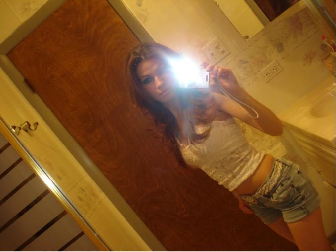 Селфи голых девушек в зеркале 6 фото
