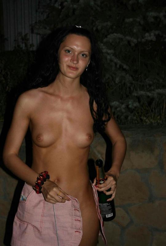 Пьяная туристка из России разделась по дороге в отель 11 фото