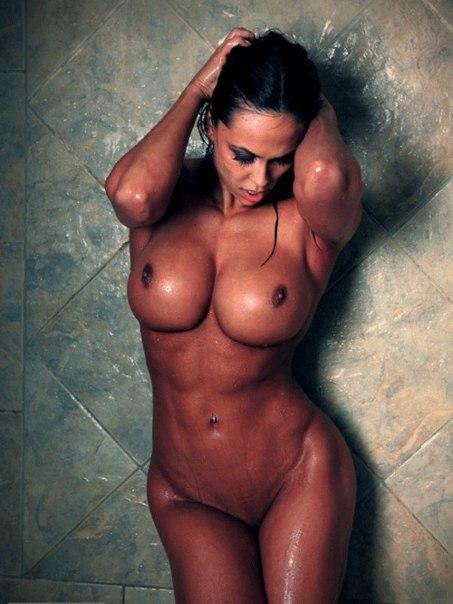 Грудастые телки сосут и ебутся с мускулистыми мужиками 27 фото