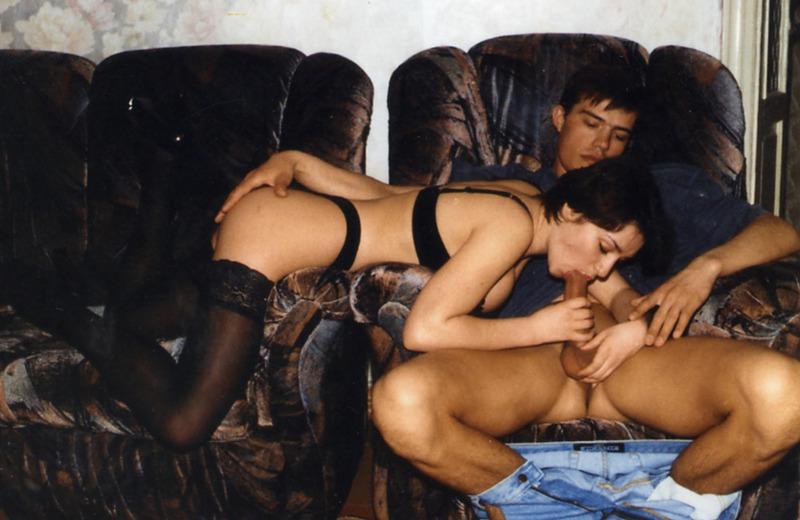 Домашний секс с брюнеткой из 90х 3 фото