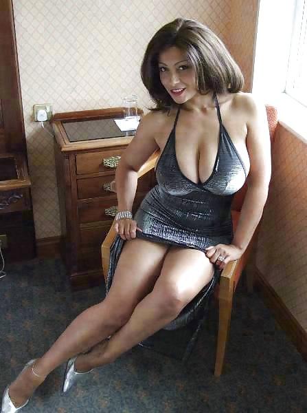 Полные мамки с огромными сиськами оголились в поисках любовника 2 фото