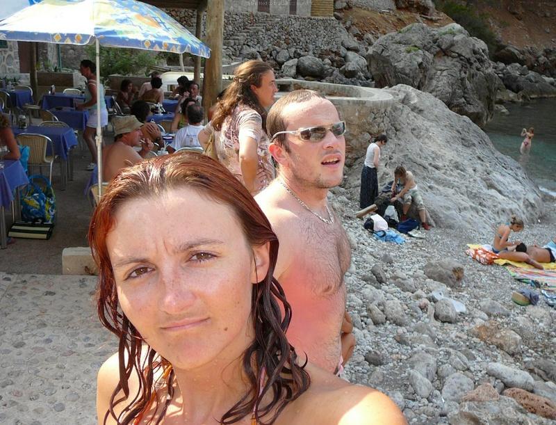 Милфа пришла на нудистский пляж и оголила бюст 4 фото