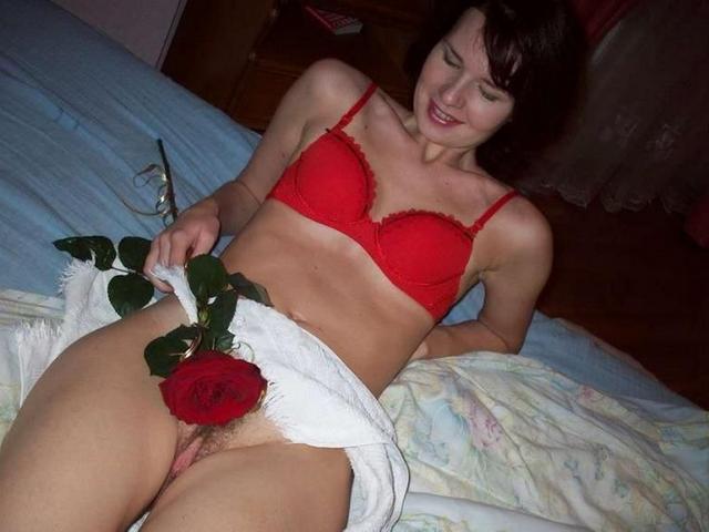 Доводят себя до оргазма секс игрушкой 13 фото
