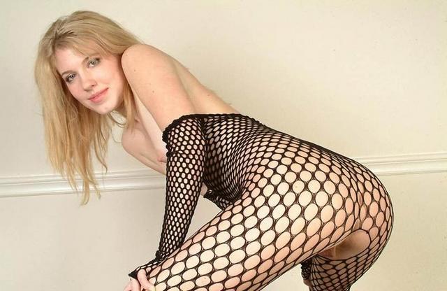 Доводят себя до оргазма секс игрушкой 22 фото