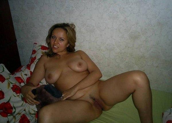 Мужик снимает секс с грудастой женой и молодой любовницей 13 фото