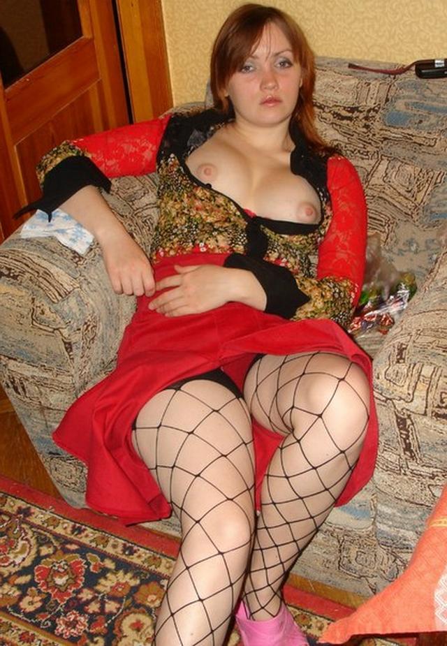Дамы обнажаются и жаждут показать свои гениталии 4 фото