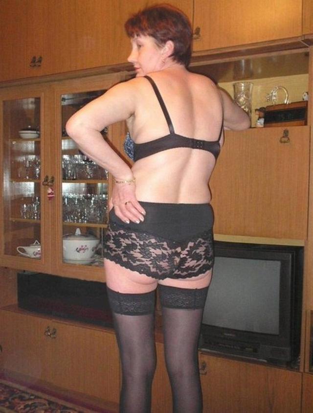 Толстая и горячая баба в чулках в соло 4 фото