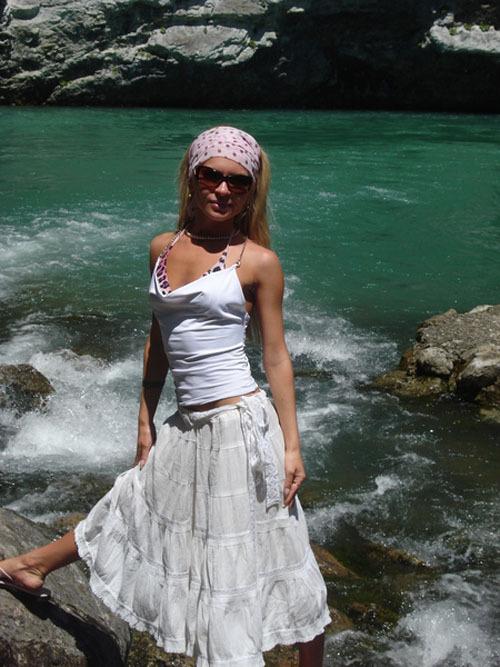 Худая блондинка разместила интимные снимки в сети 2 фото