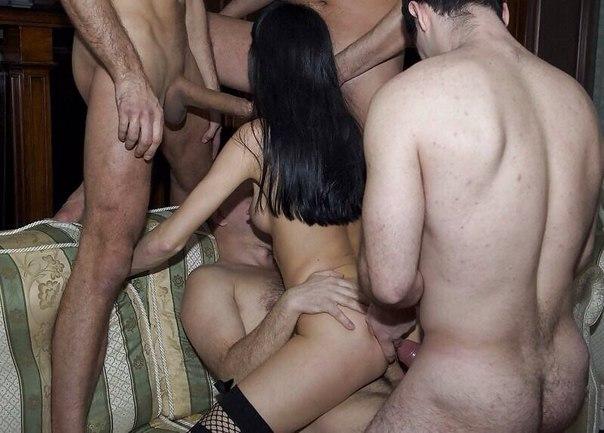 Черноволосые девушки трахаются с любовниками у себя дома 2 фото