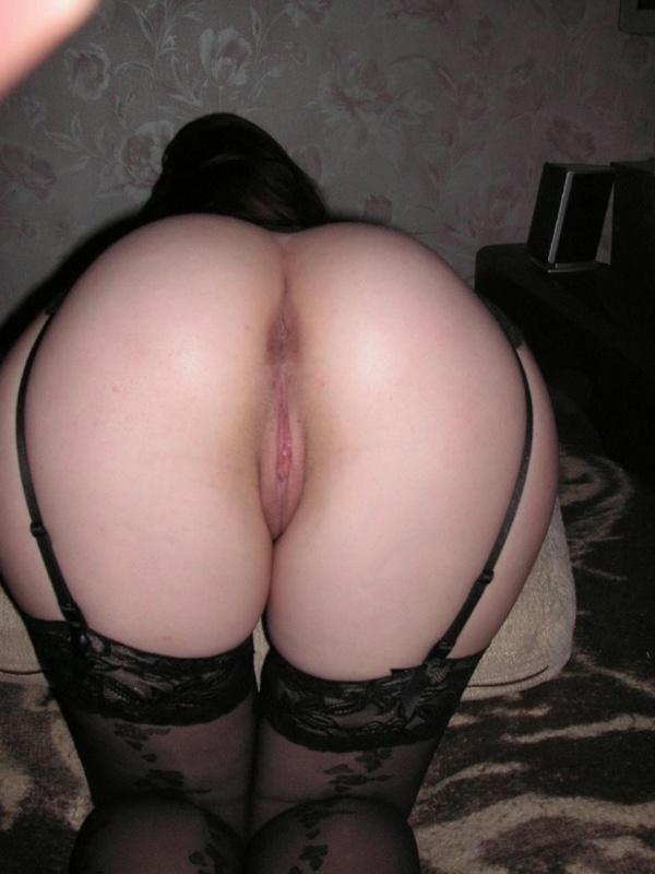 Москвичка с аппетитной попкой примеряет секси наряд 1 фото