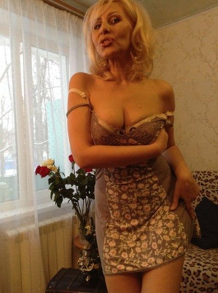 Зрелые женщины сняли с себя всю одежду в ожидании секса 8 фото