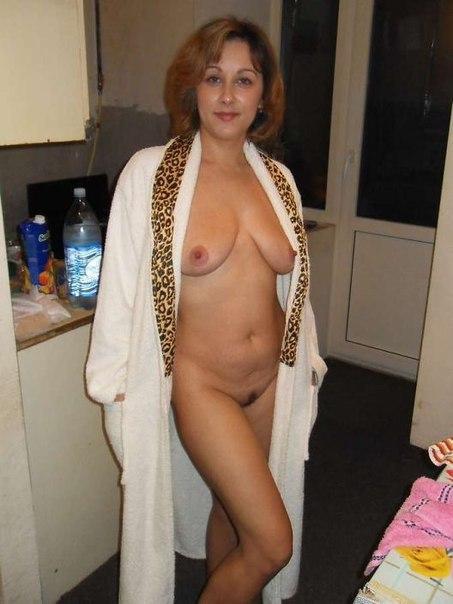 Зрелые женщины сняли с себя всю одежду в ожидании секса 4 фото