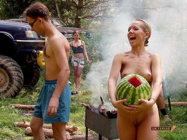 Снимки обнаженных красоток на отдыхе в Крыму 3 фото