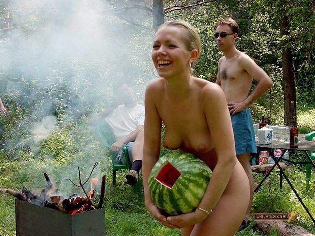 Снимки обнаженных красоток на отдыхе в Крыму 21 фото