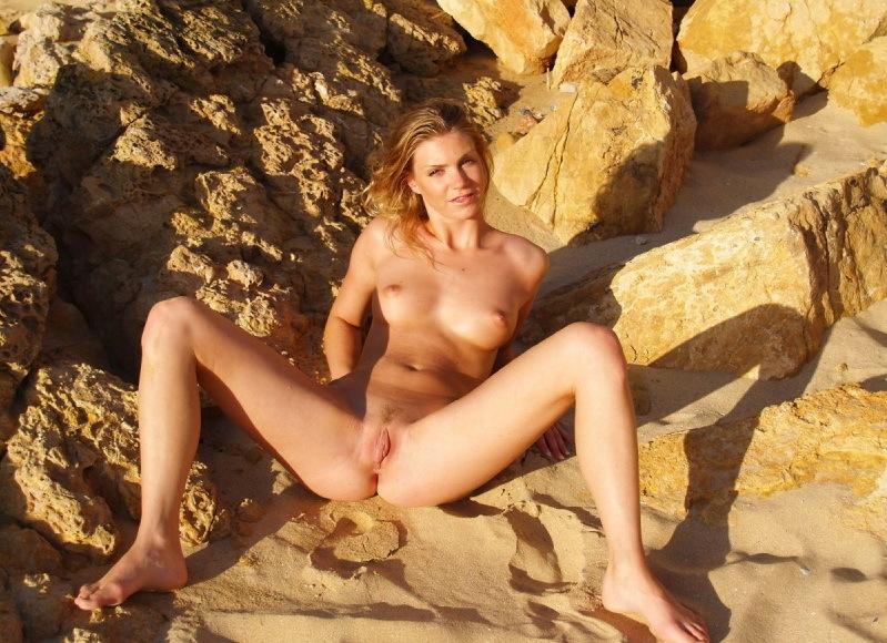 Сладкая вагина подруги крупным планом 14 фото