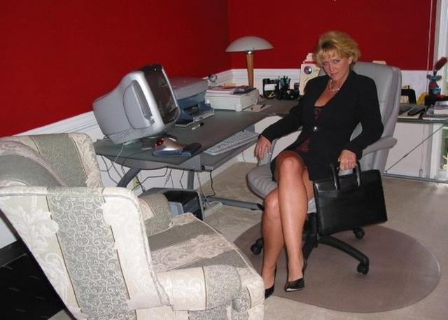 Сиськастая бинесвумен устроила стриптиз напарнику в номере гостиницы 3 фото