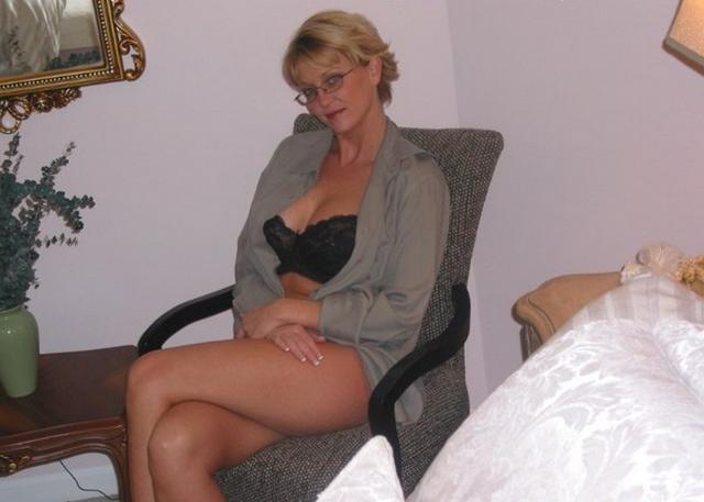 Сиськастая бинесвумен устроила стриптиз напарнику в номере гостиницы 15 фото