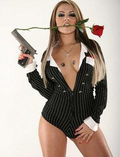 Эротические снимки красоток с оружием
