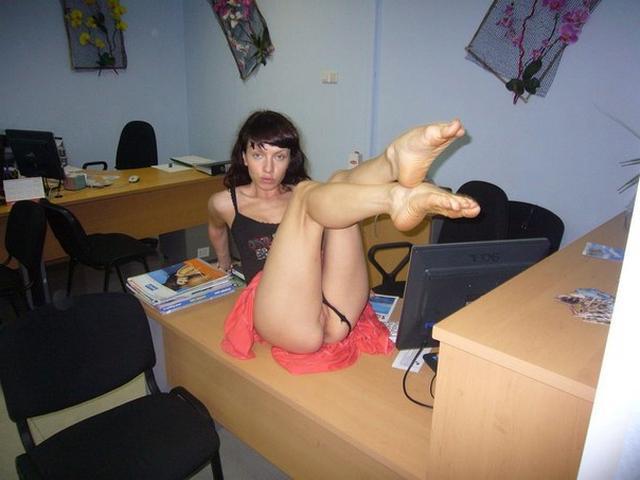 Пошлые секретарши после работы ебутся на съемной квартире 9 фото