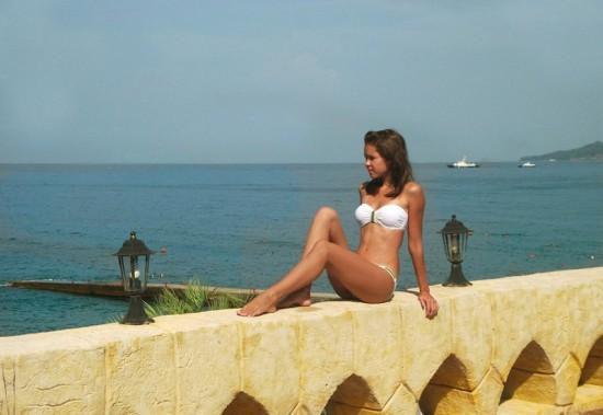 Частные снимки 18-летней эро-модели из России 3 фото