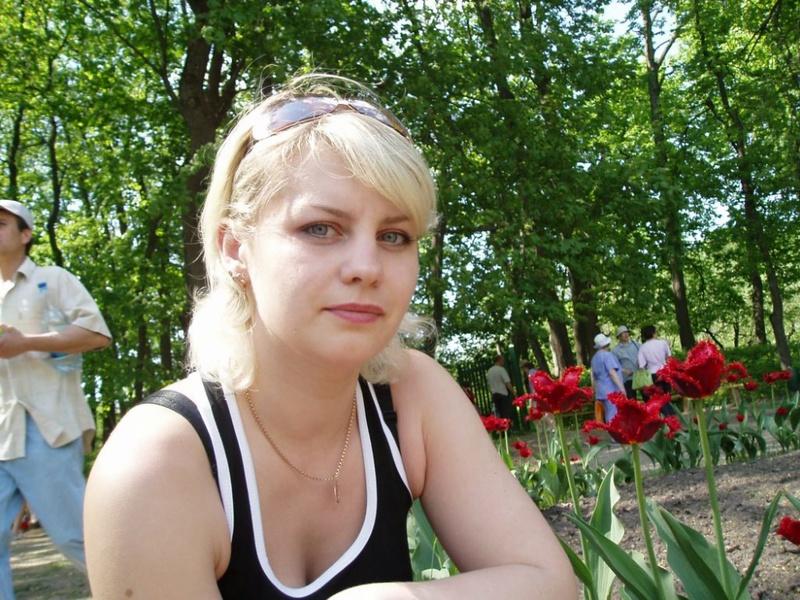Русская мамка разделась в березовом лесу 1 фото
