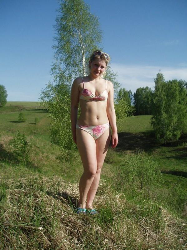 Русская мамка разделась в березовом лесу 7 фото