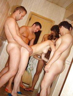 Групповой секс молодых ребят дома