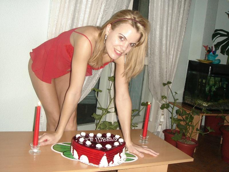 Подарила мужу торт и себя голую 11 фото