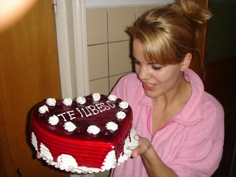 Подарила мужу торт и себя голую 3 фото