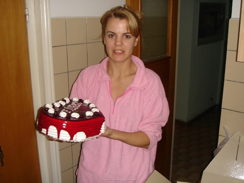 Подарила мужу торт и себя голую 5 фото