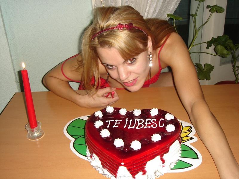 Подарила мужу торт и себя голую 15 фото