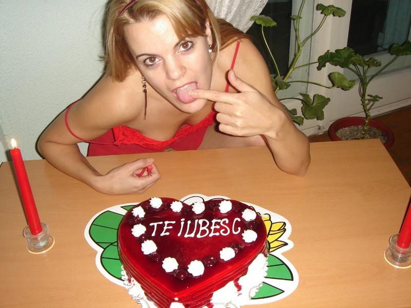 Подарила мужу торт и себя голую 14 фото
