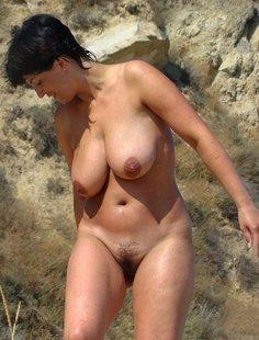 Подборка голых женщин и девушек дома и на природе