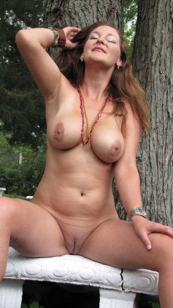 Подборка голых женщин и девушек дома и на природе 13 фото