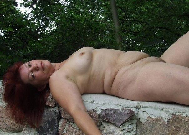 Подборка голых женщин и девушек дома и на природе 26 фото