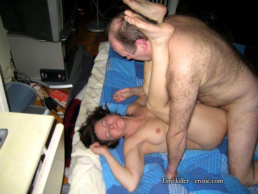 Подборка любительского секса втроем 3 фото