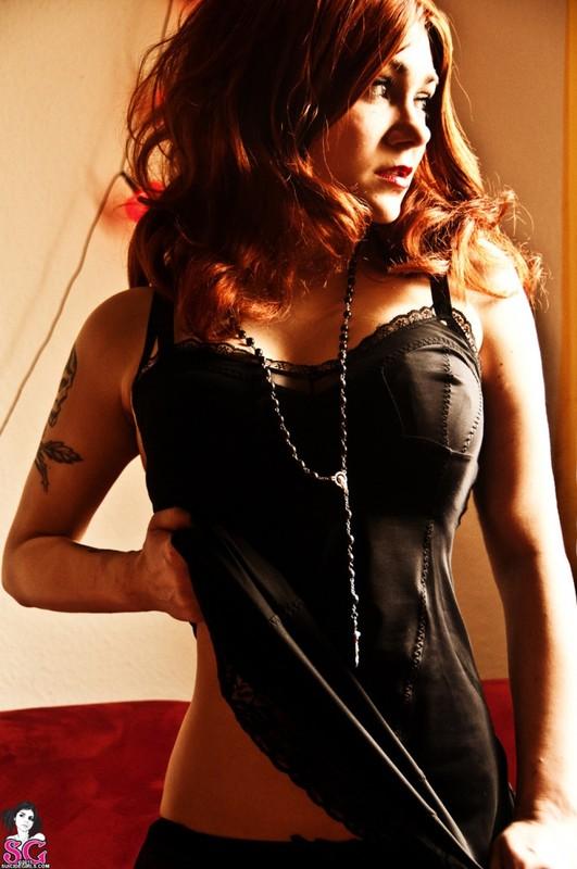 Эротическое соло сногсшибательной красивой девицы с большими титьками 4 фото
