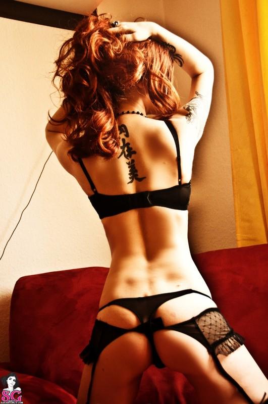 Эротическое соло сногсшибательной красивой девицы с большими титьками 9 фото