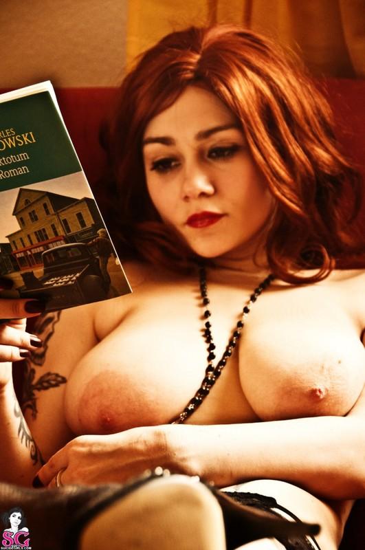 Эротическое соло сногсшибательной красивой девицы с большими титьками 13 фото