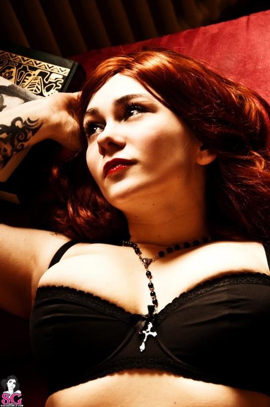 Эротическое соло сногсшибательной красивой девицы с большими титьками 6 фото