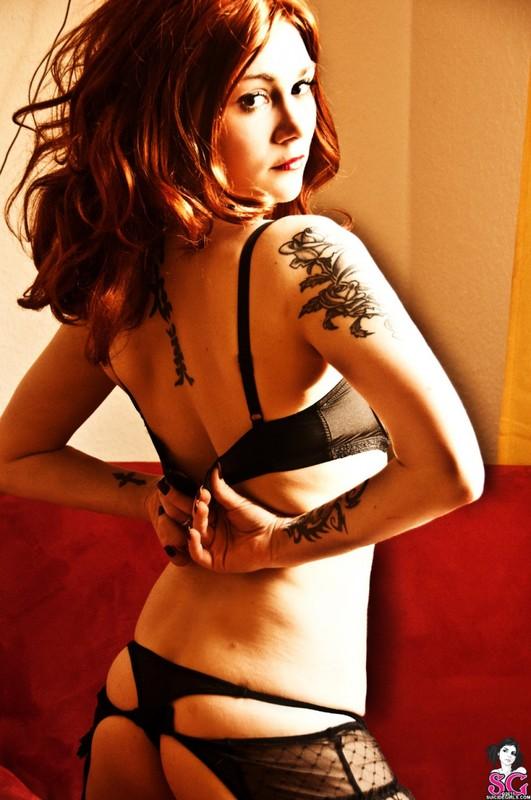 Эротическое соло сногсшибательной красивой девицы с большими титьками 10 фото