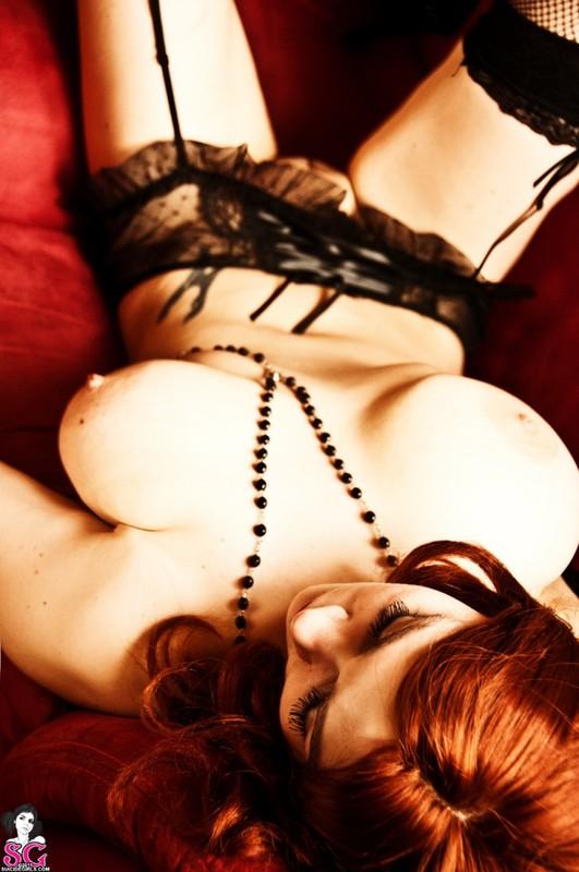 Эротическое соло сногсшибательной красивой девицы с большими титьками 35 фото