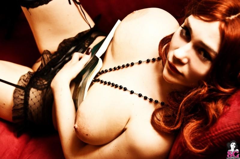Эротическое соло сногсшибательной красивой девицы с большими титьками 38 фото