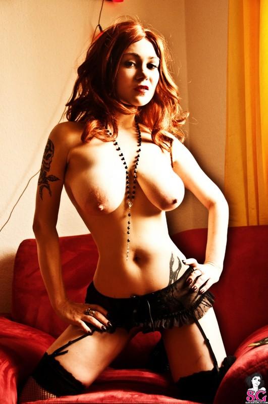 Эротическое соло сногсшибательной красивой девицы с большими титьками 25 фото
